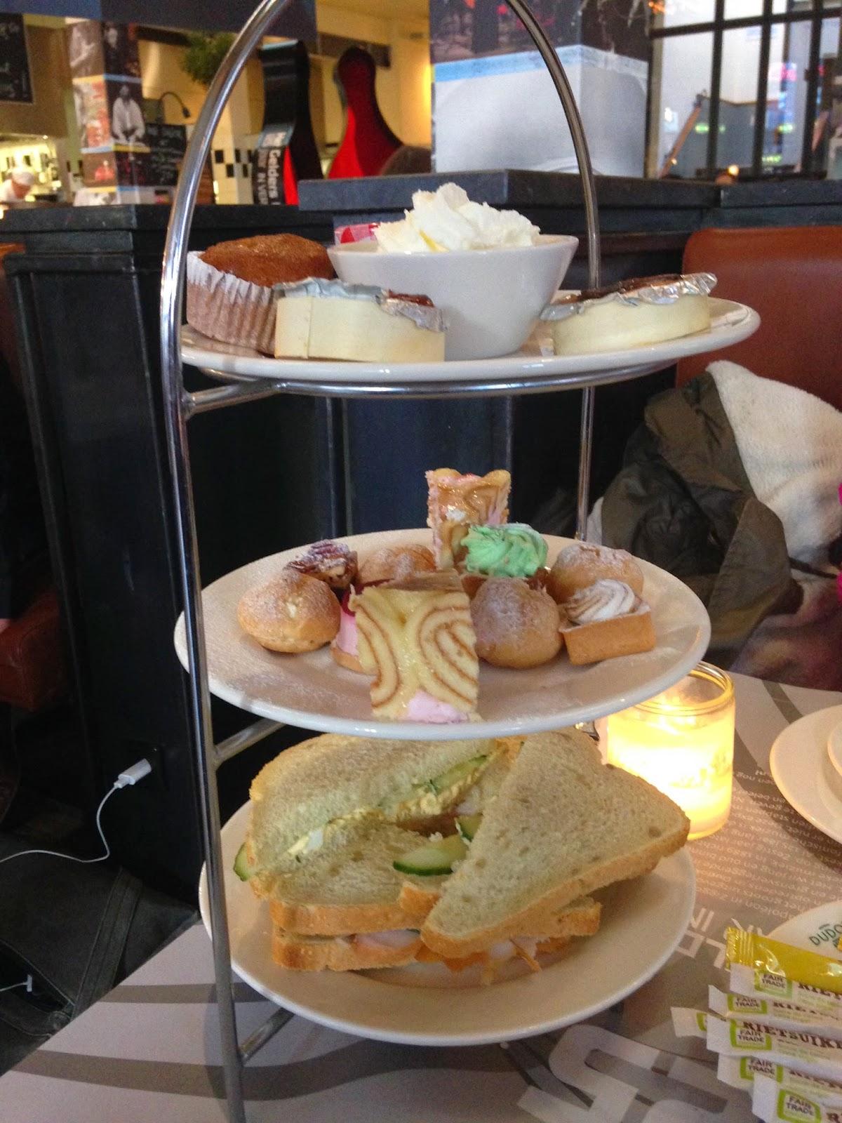 Vlog | Winkelen & High Teaën in Arnhem