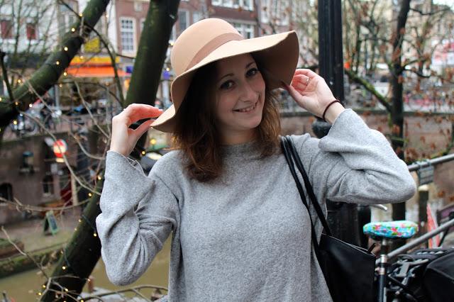 Outfit of the day | Camel kleurige hoed aan de grachten van Utrecht