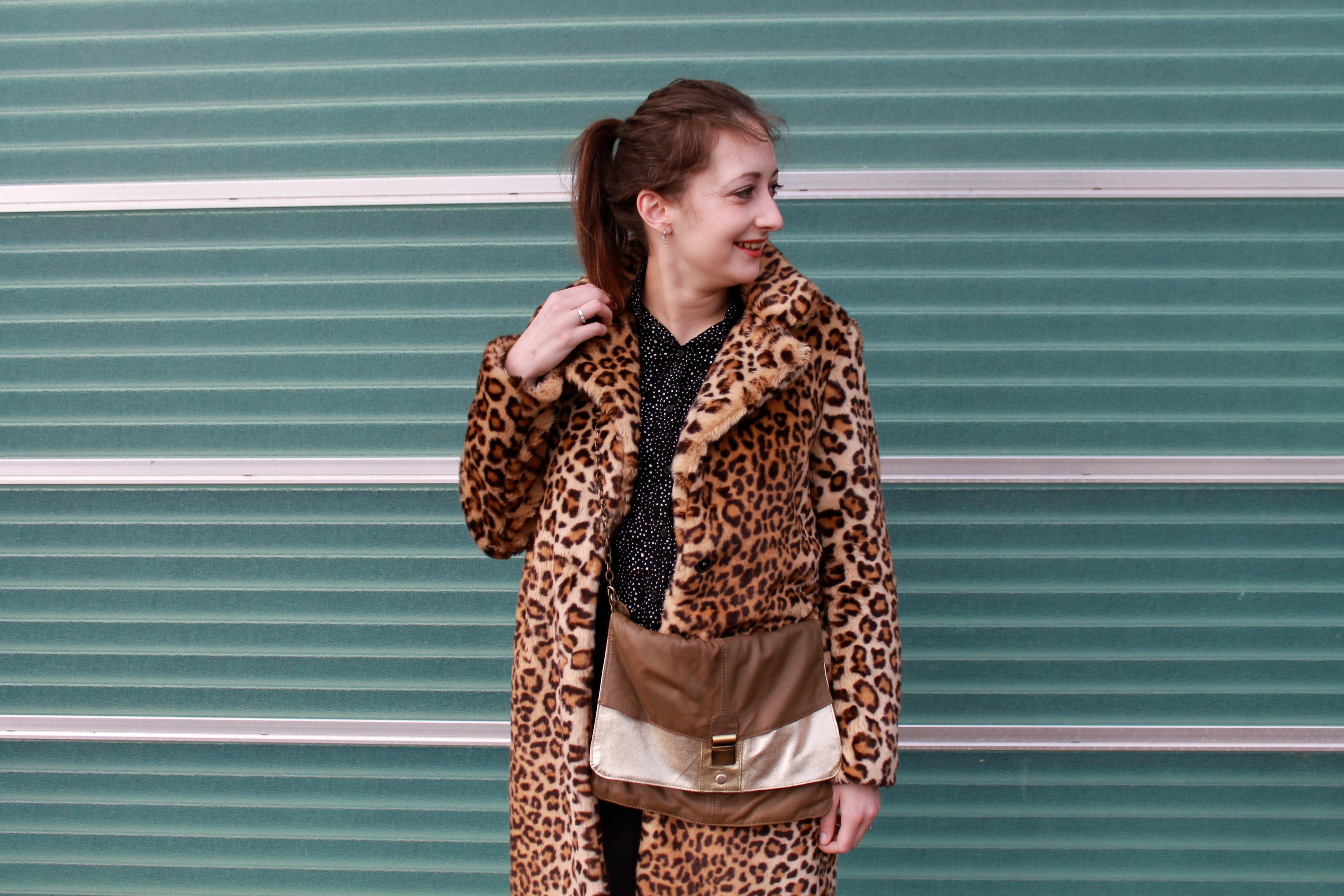 Outfit of the day | Sneakers, luipaard jas én een gouden tas