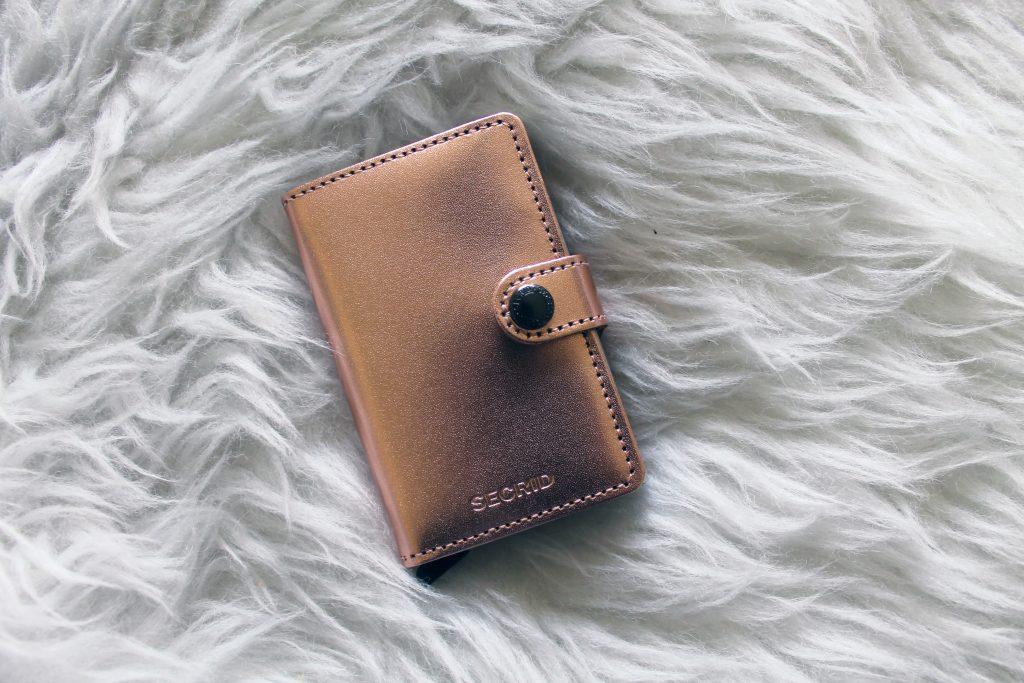 dcd166284d1 inspiration   Secrid wallet & Pandora oorbellen